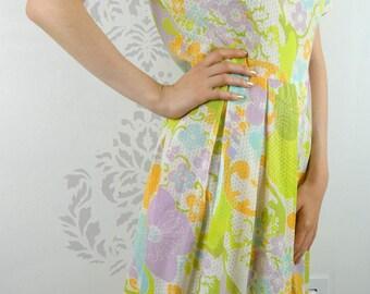 VINTAGE FLORAL DRESS 1960s Pleated Short Sleeves Size Medium