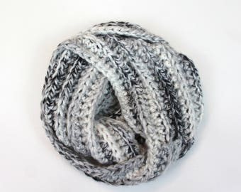 Chunky Knit Infinity Scarf Wool Circle Scarf | THE AMSTERDAM in Avalanche