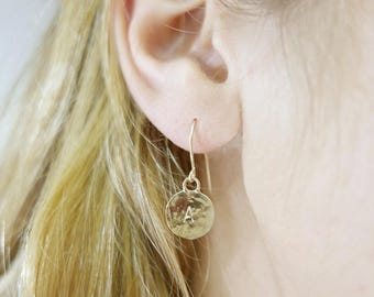 1 initial earrings. gold monogram earrings. gold earrings. Personalized earrings. Monogram jewelry. Personalize jewelry