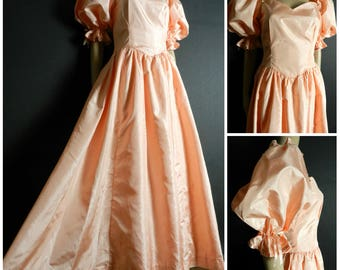70s silky soft peach southern belle princess dress fitted waist full swoop skirt puff sleeves sweetheart neckline u.k. 8 - 10 SM M