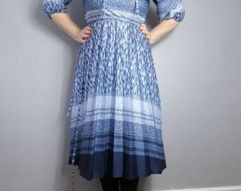 Blue hippie boho dress // crinkly blue gyspy boho dress // 80s vintage day dress // cornflower blue hippie dress // midi dress UK 8 10