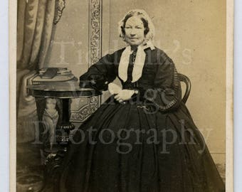 CDV Carte de Visite Photo Victorian Old Lady Seated Portrait by T Waugh of Rochdale England