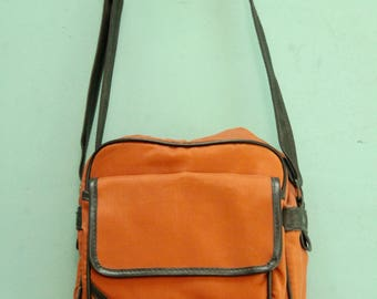 Vintage Mod Orange Camera Bag [70s 80s Small Women's Padded Purse Insulated Cross Body by Coast /Moderate Wear] 9 inch by 9 inch by 3 inch