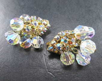 Vintage 60s Aurora Borealis Dangle Bead & Rhinestone Gold Tn Teardrop Cluster Earrings Clip On