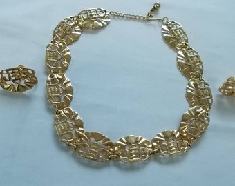 NAPIER.  Gold Tone Necklace and Clip/Screwback Earrings.  (656