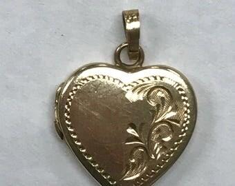Vintage 14k Yellow Gold Etched Locket