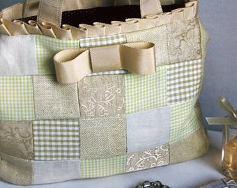 Bags Of Style 25 Patchwork Purses, Totes And Bags By Ellen Kharade Hardcover Sewing Pattern Book 2005