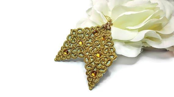 Oriental style golden color lace dangle earrings