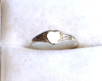 Vintage sterling silver ring, signet ring, heart ring, vintage silver jewellery, UK size L US 5 1/2