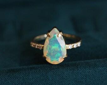 Pear Opal Ring, Opal Engagement Ring, Large Opal Ring, Welo Opal Ring, Rainbow Opal Ring, Gold Opal Ring, Opal Wedding Ring, Opal Diamond