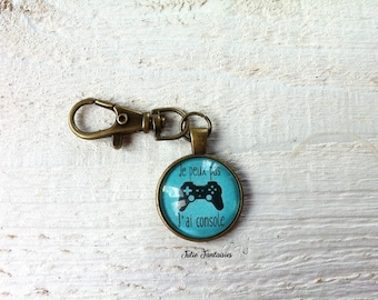 "Keychain ""I can't I console"" bronze findings"