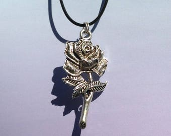 Single Rose Necklace, Pastel Goth Necklace, Goth Jewelry, 90s Accessory, Pastel Grunge Clothes