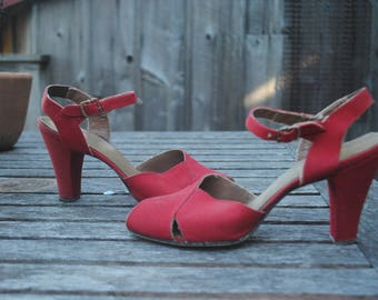 Beautiful Vintage 1940's Fast Lights Non Ration Red Canvas Peep Toe Sandal Heels Women's Size 7 AAA