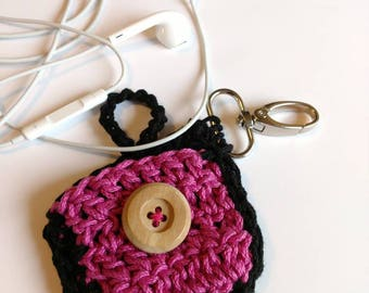 Earbuds case crochet earphones case hot pink and black earbuds case with wooden button closing and with keychain hook keychain charms