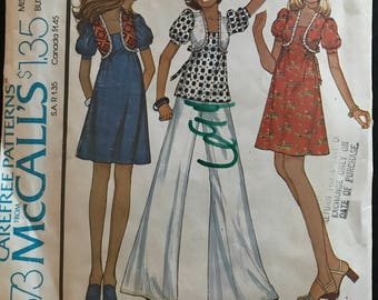 """McCalls 4373 - 1970s Above Knee Dress or Top with Short Puff Sleeves and Novelty Bodice Detail - Size 8 Bust 31.5"""""""