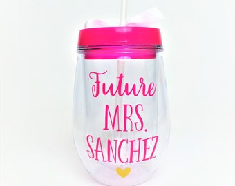Future Mrs Wine Tumbler // Mrs. Wine Glass // Wedding Planning Wine Glass // Future Mrs Gift // Bridal Shower Gift // Gift for Bride to be