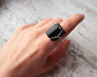 Raw black tourmaline ring, silver plated wire gemstone ring, black gemstone ring, raw crystal ring, big tourmaline ring, witch ring