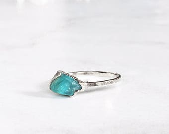 Sterling Silver Crystal Ring, Petite Ring, Raw Apatite Ring, Pink Stackable Gemstone Ring, Raw Stacking Ring, Raw Blue Ring, Rough Apatite