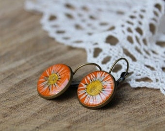 Real daisy flower earrings, resin floral jewelry, dried plants, woodland earrings, botanical jewelry, nature inspired, unique gift for her
