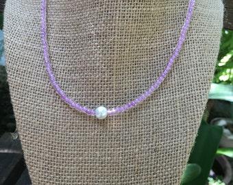 Light Purple Beaded Choker Necklace//White Pearl//Simple