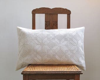 1 Crochet Pillow Cover , Cushion Cover In French Antique Linen And  Crocheted Blanket , Creamy