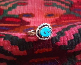 sleeping beauty turquoise | snakerope border | twisted rope wire | american mined turquoise ring in sterling silver | size 8 turquoise ring