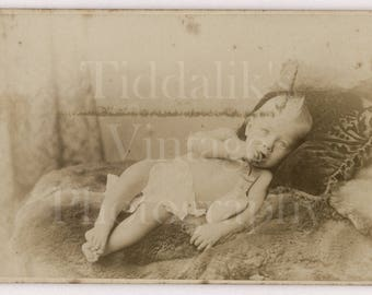 CDV Photo Victorian Cute Baby Portrait - Turner & Drinkwater of Islington London - Carte de Visite Antique Photograph