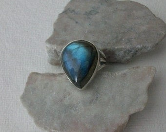 Large Labradorite Ring/Sterling Silver Labradorite Rings/Blue Flash Labradorite Ring/Genuine Labradorite Ring/High Blue Flash Stone/R0015