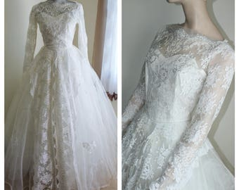 1950s Wedding Dress Ball Gown Lace Pearls Tulle Layered Long Sleeve Button Back Size Small To