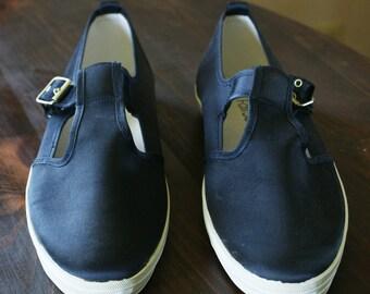Women's Fair Set Blue Satin Look w/ White Sole Canvas T Strap Buckle Sneakers/Dock/Nautical Shoes Size 10 M-890