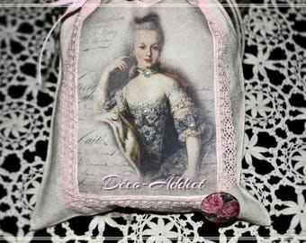 Lovely little pouch in beige cotton applied portrait of Marie Antoinette