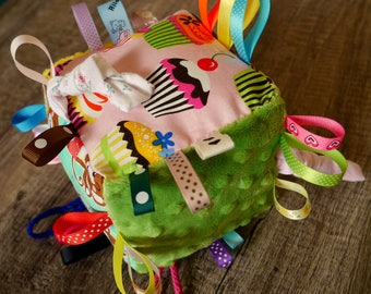 Rustling sensory cube, taggy - MADE TO ORDER