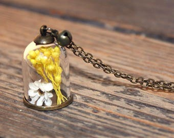 Long necklace with dried flowers