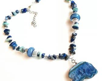 Quartz pendant dark blue gemstone necklace chain blue grey green agate geode lapis lazuri beads navy blue beadwork gemstone gift for her Mom