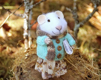 needle felted autumn girl mouse with book, felted mouse, felt animal, felt mouse, mouse with bag, eco toy, felt mice
