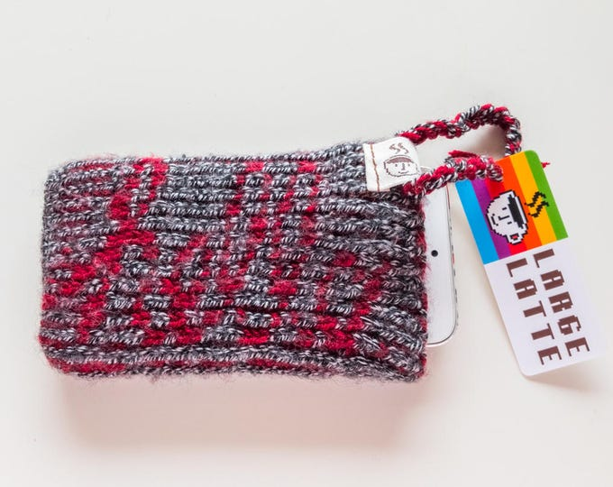 "iPhone SE sleeve ""Macintosh"" handknit in grey and red"