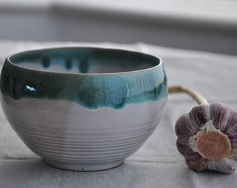 New White and Green Bowl, Bowl
