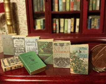 New in - set of 8 mixed vintage classics such as Gullivers travels, Mary poppins etc. in various sizes , all in 1:12 scale.