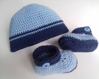 Hat and two-tone Baby Slippers, crocheted hand, size 3 months