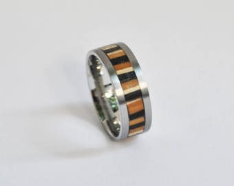 Ring in titanium and recycled skateboard - Zebra
