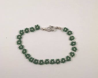 Beaded Green Daisy Chain Bracelet, Green Flower Chain Jewelry, Boho Bracelet