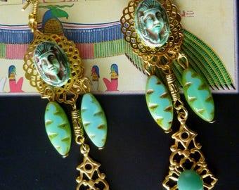 "Dangle earrings antique Egyptian Pharaoh, Czech glass, gold tone cabochon ""Ptolemy"""