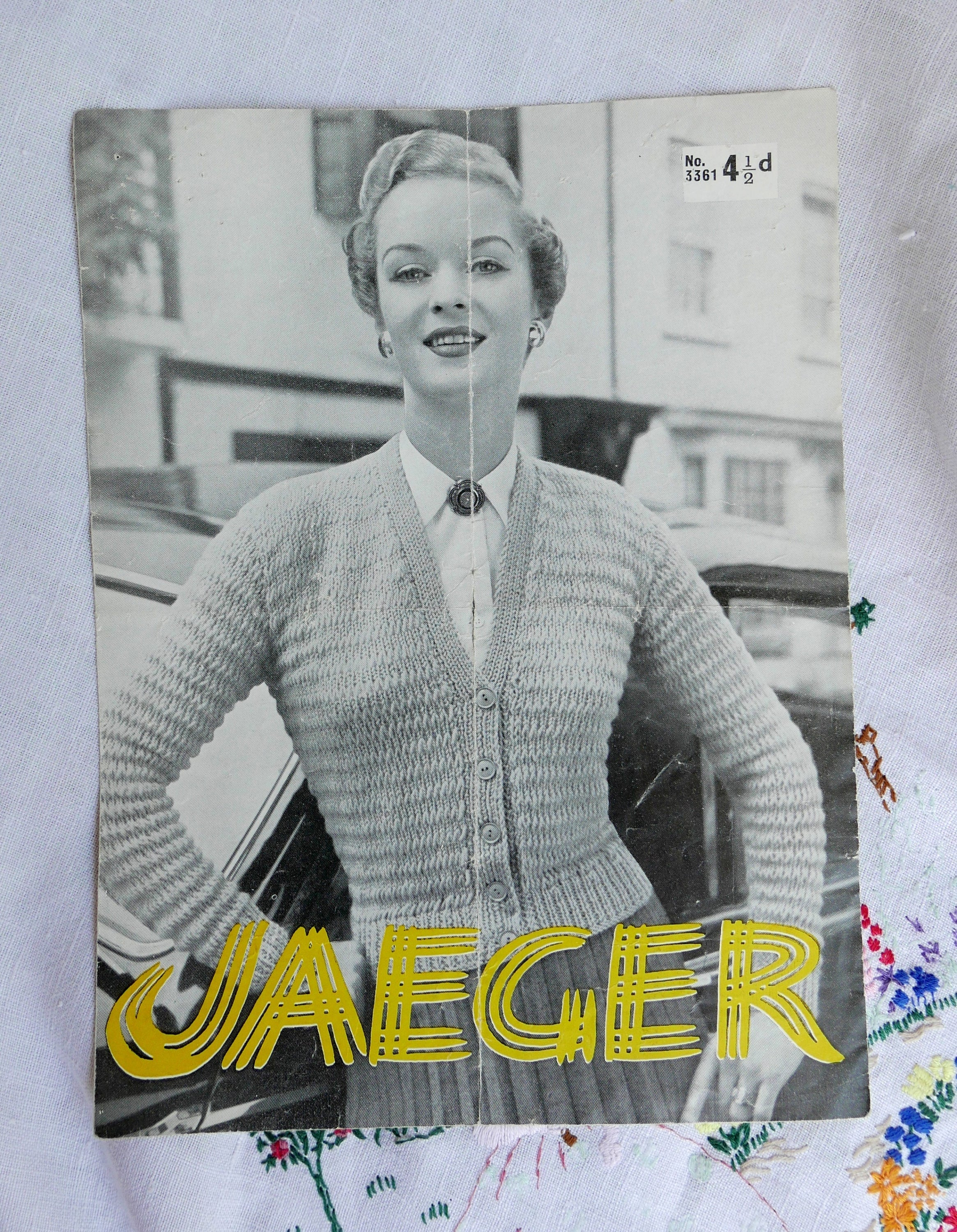 Vintage jaeger knitting pattern ladies cardigan 1950s sizes description vintage jaeger knitting pattern bankloansurffo Images