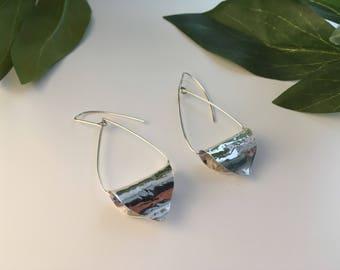 Loop petal earrings