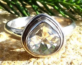 A beautiful crystal quartz ring sterling silver 925.