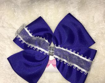 Blue hair bow with lace detail