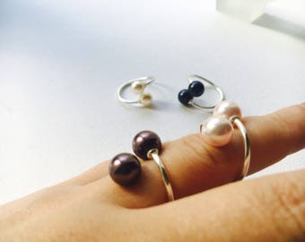 aesidhe | Delicate rings made of sterling silver with Swarovski authentic pearls, also available in gold, rosé, garnet, dark blue, black