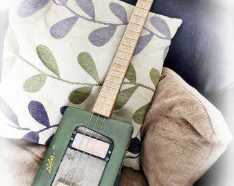 Radio GaGa 'Cigar Box Guitar'