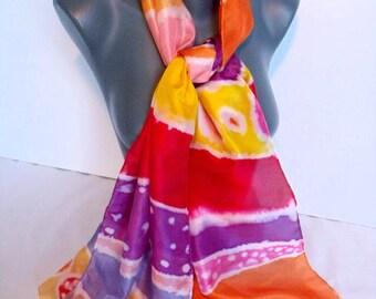 """Etole en soie peinte à main, hand painted scarf, nice unique gift, colorée, arc en ciel """"Au hasard des souks"""""""