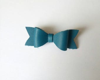 """Teal bow """"Nomad"""" leather brooch"""